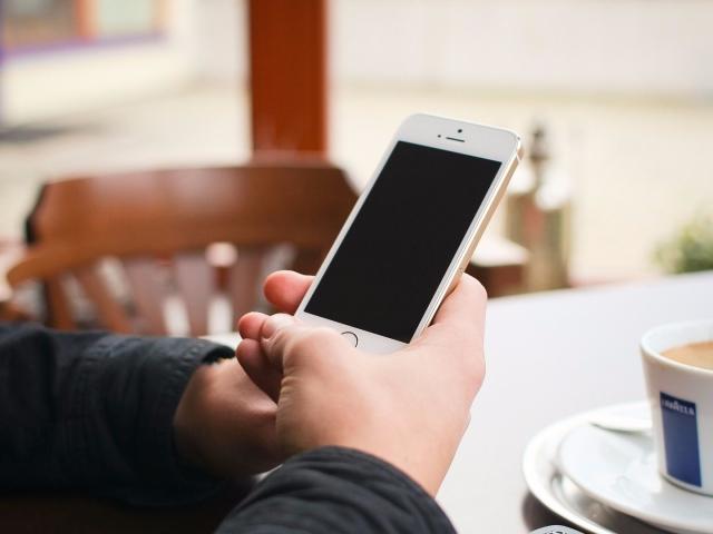 Як прибрати подряпини з екрану телефону, смартфона, планшета народними методами, зубною пастою, оксидом церію, присипкою, содою: способи, інструкція, поради