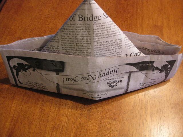Як зробити з газети шапку, кепку з козирком, пілотку і капелюх? Головний убір з газети своїми руками: схеми