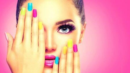 Різнобарвний манікюр: поради по поєднанню відтінків і дизайну нігтів