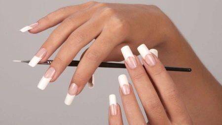 Як наростити нігті за допомогою бази?