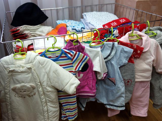 Куди можна здати стару і нову непотрібний одяг і взуття, дитячі речі за гроші і безкоштовно? Чи можна і як здати, продати речі в Секонд-Хенд за гроші?