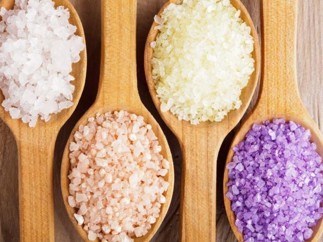Сіль для ванни: користь і шкода. Як вибрати сіль для ванни? Як правильно приймати ванну з сіллю: рекомендації. Рецепти сольових ванн для схуднення, омолодження, зняття втоми з ніг, боротьби з висипаннями