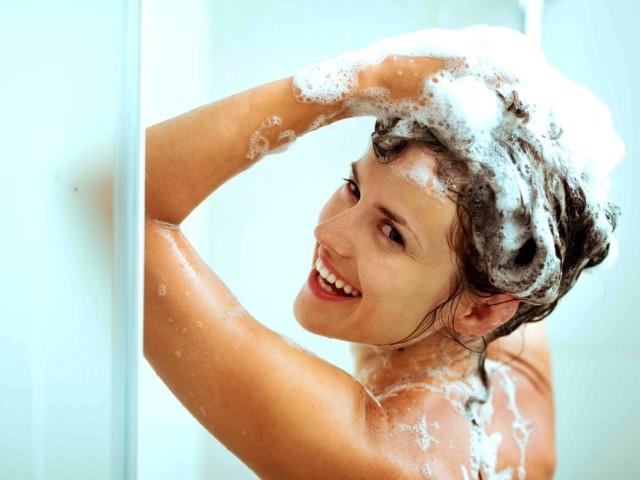 Корисно або шкідливо митися, купатися кожен день чоловікам і жінкам: думка вчених. Чи можна і чи потрібно митися щодня в душі, ванною, з милом? Як часто і правильно треба митися дорослій людині?