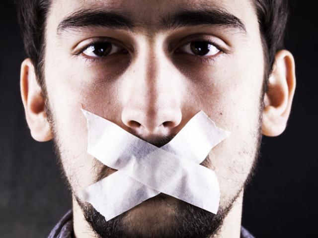 Чому чоловік мовчить на побаченні: причини — що робити?
