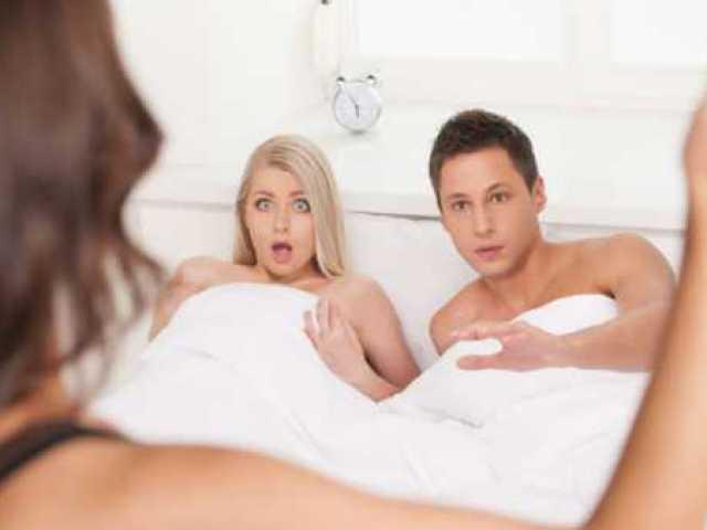 Що робити, якщо застукала чоловіка з подругою? Чому чоловік зраджує мені з подругою?