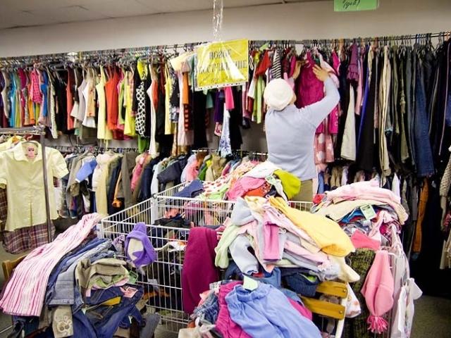 Секонд-хенд — ексклюзивний одяг за копійки: особливості, правила покупки. Чи варто купувати одяг у секонд-хенді?