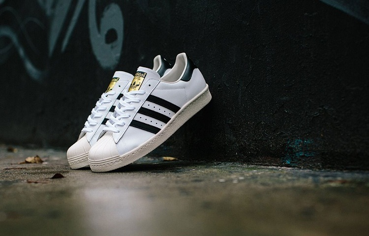 Як відрізнити оригінальні кросівки Adidas Superstar від підробки?