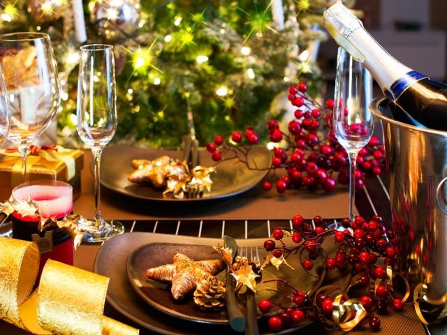 Що приготувати на Новий 2019-2020 рік: святкове меню, сервіровка столу, прикрашання страв. Смачні рецепти-новинки страв на Новий 2020 рік — новорічний салат «Морська гавань»