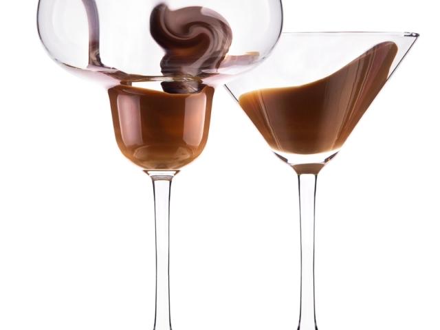 Шоколадний лікер в домашніх умовах — прості рецепти: «Mozart», самогону, шоколадно-вершковий зі згущеним молоком, з фундуком, з молоком, без молока, з темного шоколаду, з кавовим смаком, на пиві, яєчний. Як приготувати швидкий шоколадний лікер в д
