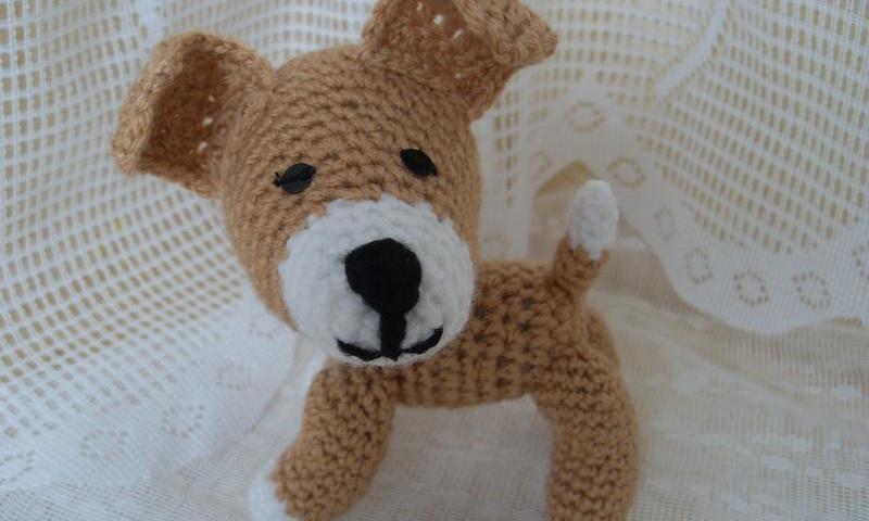 Собачка гачком: схема і опис в'язання песика Рекса, мініатюрної собачки з великими вушками, цуценя з бантиками