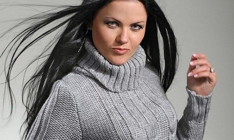 В'язання жіночого светри, полувера на спицях: загальні рекомендації, як вибрати пряжу, приклади моделей — фото. Як зв'язати жіночий светр, пуловер на спицях вільний, з коміром стійкою, теплий з візерунками, з кишенями, ажурний. Приклади моделей, схе
