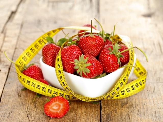 Скільки калорій в полуниці свіжої та замороженої? Можна їсти полуницю, коли худнеш? Властивості полуниці для схуднення