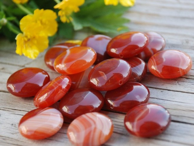 Камінь сердолік — загальна характеристика, магічні і лікувальні властивості. Вплив сердоліку на різні знаки зодіаку: цікаві факти про камені