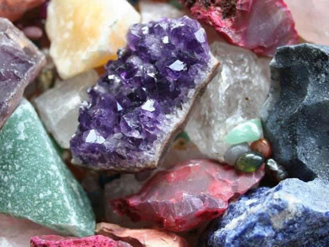 Цілюща енергетика каменів — камені, очищаючі енергетику, їх лікувальні властивості: фото. Як очистити камінь від чужої енергетики?
