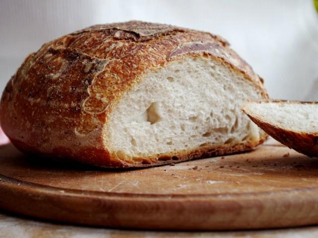 Домашній хліб: пшеничний, з висівками, з родзинками, горіхами, дріжджовий, без дріжджів — докладна інструкція з приготування