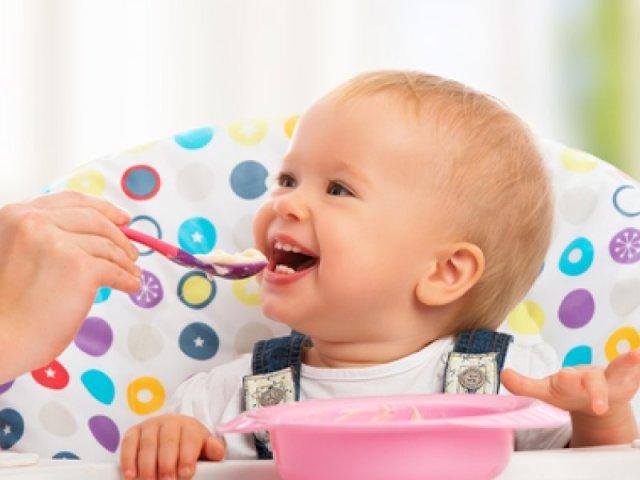 Зі скількох місяців можна давати дитині йогурт? Який йогурт можна давати дитині до року: кращі дитячі йогурти для дітей до року. Як приготувати домашній йогурт дитині до року: рецепт. Кефір або йогурт: що краще давати дитині до року?
