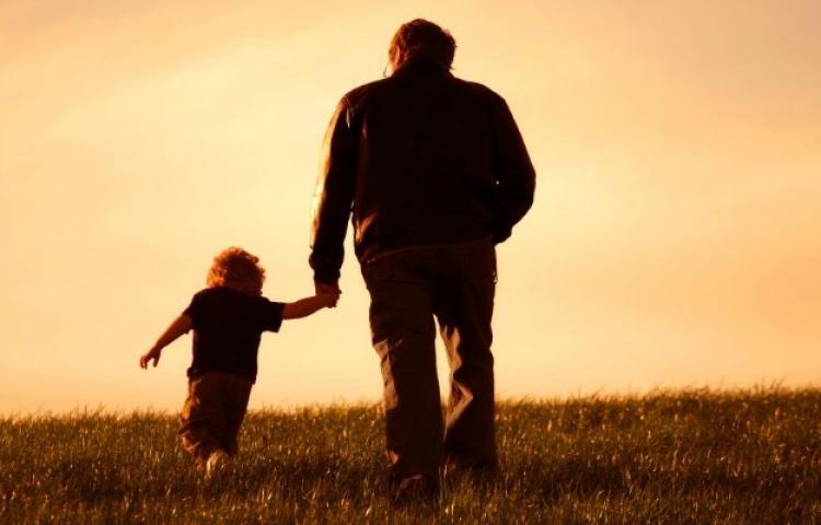 Сонник — батько: до чого сниться уві сні молодий, хворий, плаче, п'яний, померлий батько живим. До чого сниться могила, смерть і похорон батька який живий?