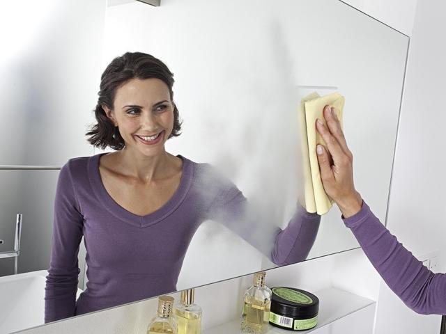 Як і чим помити дзеркало без розлучень в домашніх умовах: рецепти. Як почистити, помити дзеркало до ідеального блиску без розлучень народними засобами і засобами з магазину? Як купити ганчірку для протирання дзеркал на Алиэкспресс, щоб не було розлучення