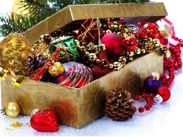 Як зробити новорічні кулі з підручних матеріалів — лампочок, фольги, макаронів, зубочисток, CD дисків: покрокова інструкція, опис, фото. Ідеї красивих новорічних іграшок своїми руками з лампочок, фольги, макаронів, зубочисток, CD дисків: фото