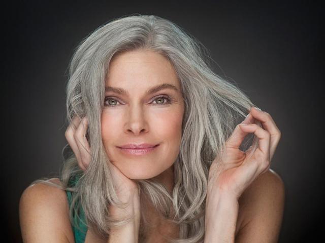 В який колір краще пофарбувати сиве волосся? Як і чим цікаво і красиво пофарбувати сиве волосся, коріння волосся самостійно в домашніх умовах у жінок і чоловіків: ідеї, поради, рекомендації, барвники, народні засоби, інструкції та рецепти, фото