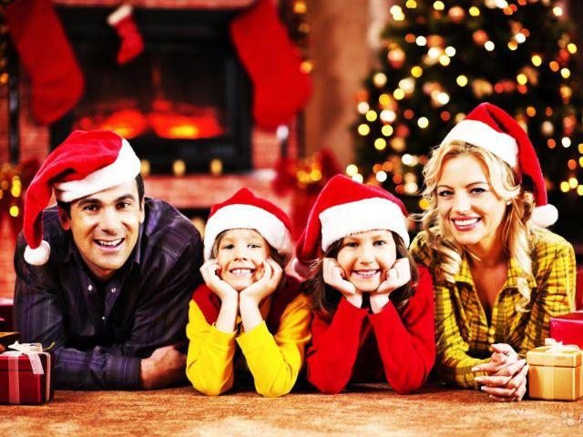 Веселий Новий 2019-2020 рік у колі сім'ї: ідеї проведення святкового вечора, сценарій прикольний, прикольні новорічні ігри, конкурси, розваги, сценки в колі сім'ї з дітьми, друзями та рідними. Як прикольно зустріти Новий рік Пацюка будинку?