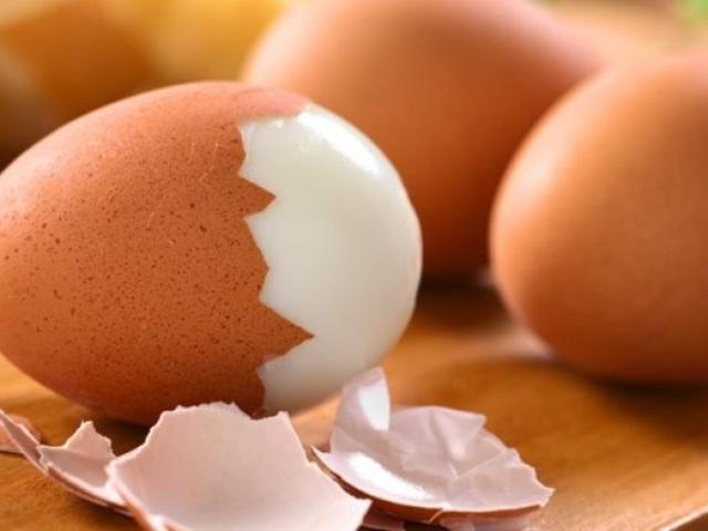 Як варити яйця, щоб вони не лопнули?