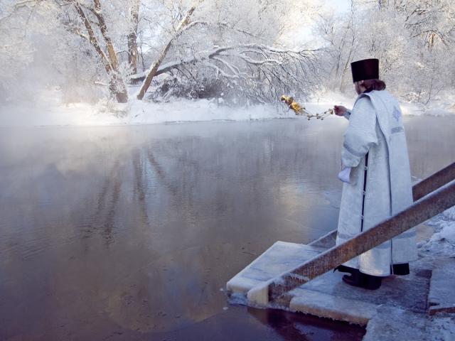 Хрещення – православне свято 19 січня: суть та історія свята, традиції, звичаї, обряди, Водохресний Святвечір, водохресні купання в ополонці, освітлення води. Хрестять дітей на Хрещення?