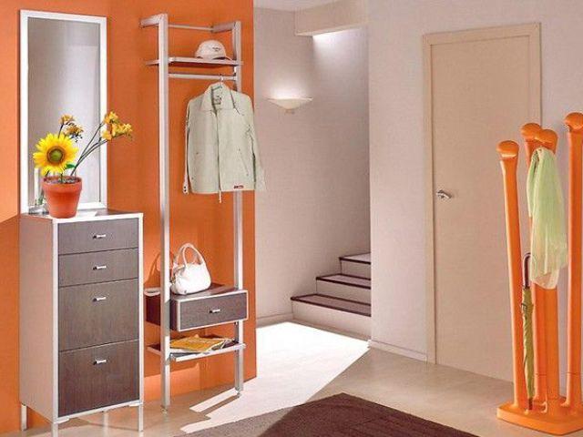 Можна вішати дзеркало навпроти вхідних дверей і двері в кімнату по Фен-Шуй: прикмети. Можна вішати годинники, картину, фотографії навпроти вхідних дверей? Чим прикрасити стіну, що повісити на стіну в передпокої навпроти вхідних дверей?