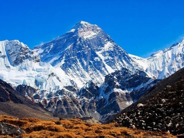 Найвища вершина світу Еверест: висота, клімат, живий світ, координати гори Джомолунгма, топоніміка назви, першовідкривачі, небезпечні факти і нюанси підйому. Як діяльність людини впливає на екологію найвищої гори Еверест?