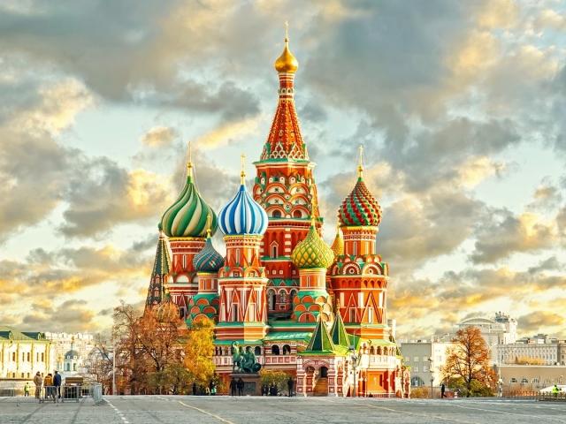 ТОП-10 міст Росії, куди варто поїхати восени і взимку: список, огляд. Куди недорого з'їздити відпочити в Росії з дитиною, сім'єю на осінні і зимові канікули, новорічні свята, на 3 дні?