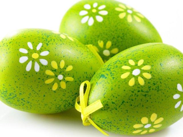 Як фарбувати яйця на Великдень зеленкою з цибулевої лушпинням, йодом, марганцівкою, мармурові, мереживні, зелені, коричневі, незвичайні «в крапочку», з білим візерунком: кращі способи, рецепти, фото, відео. Чи Не шкідливо фарбувати яйця зеленкою?