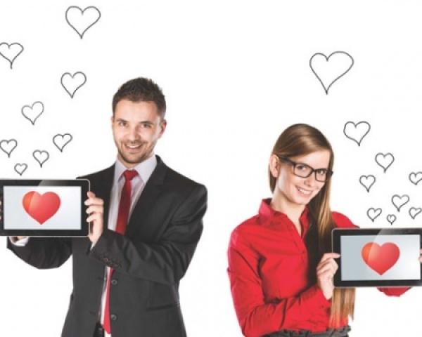 Варто знайомитися з чоловіками в інтернеті і як це зробити? Способи знайомства з чоловіками в інтернеті: огляд. Як написати багатому чоловікові в інтернеті?