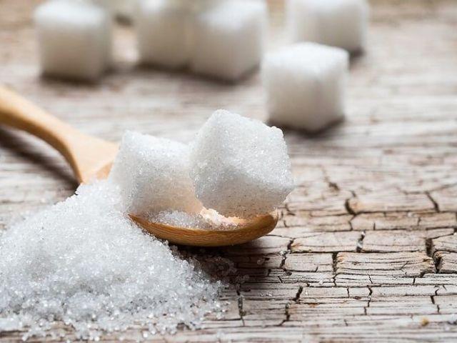 До чого розсипати цукор на стіл, на підлогу, біля дверей: народні прикмети. Розсипати цукор — прикмета для незаміжньої дівчини