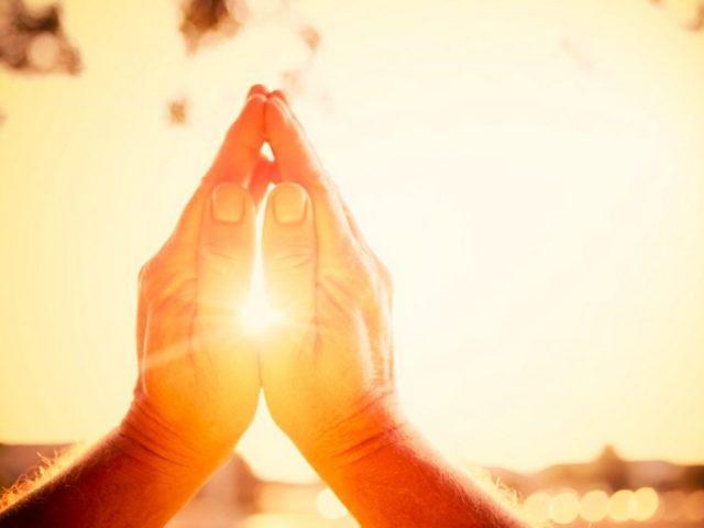 Як правильно молитися вранці, читати ранкове молитовне правило? Ранкові православні молитви російською мовою для читання для православних людей, для початківців