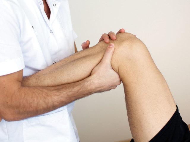 Симптоми і лікування при сини колінного суглоба. Які ліки та мазі використовувати при сини колінного суглоба?