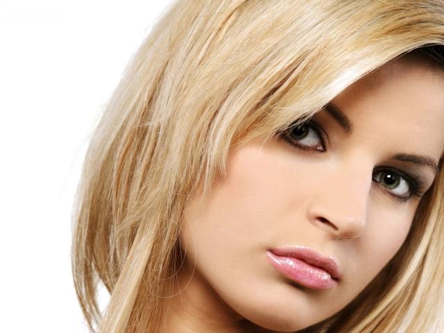 Який колір волосся підібрати дівчатам та жінкам для зелених очей: поради стиліста, фото. Йде рудий, русявий, каштановий, чорний, червоний, колір волосся, блонд зеленооким дівчатам і жінкам? Незвичайний колір волосся для зелених очей: ідеї, фото