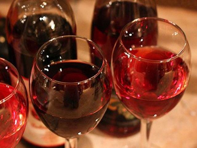 Домашнє вино з чорної смородини з малиною: рецепт