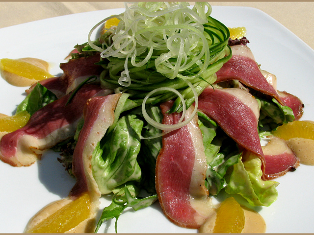 9 найсмачніших рецептів салату Айсберг. Як приготувати салат Айсберг з авокадо, огірками, помідорами, куркою, тунцем, капустою, крабовими паличками і помідорами?