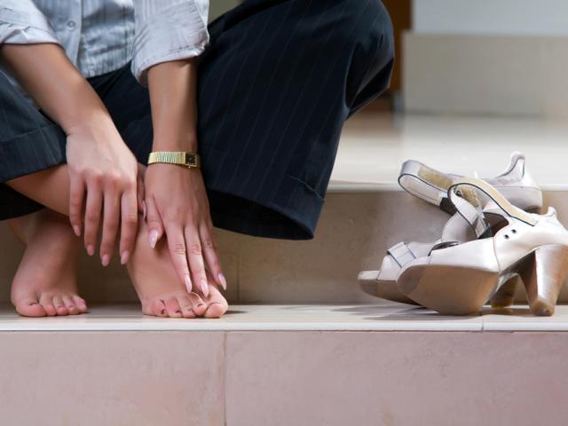 Чому німіють великий палець, середній, безіменний і мізинець на нозі? Німіють і болять пальці ніг: лікування