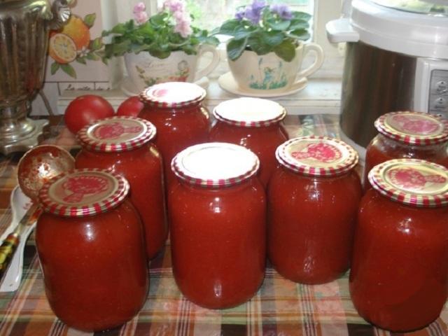 Як швидко і смачно приготувати смачний домашній томат з помідорів на зиму: самий простий і швидкий рецепт