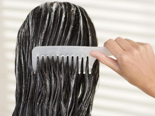 Як приготувати кефірну маску для жирного, сухого, ламкого і фарбованого волосся в домашніх умовах? Як наносити і скільки тримати кефірну маску на волоссі?