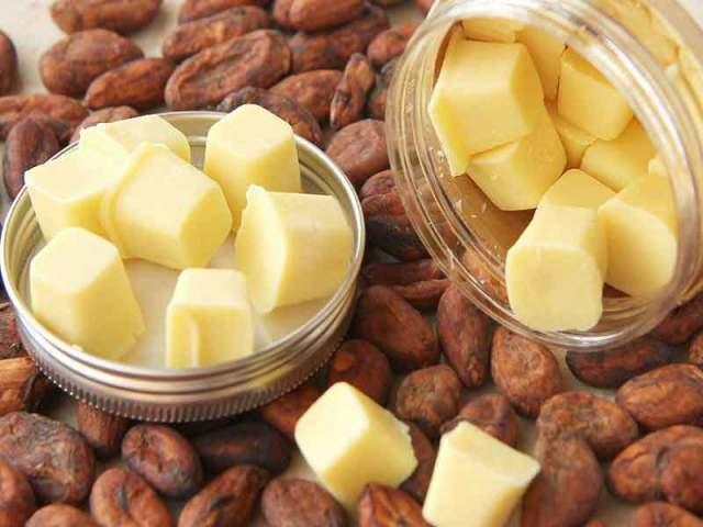 Масло какао: лікувальні і корисні властивості, інструкція із застосування, протипоказання, де продають. Як застосовувати масло какао для шкіри навколо очей, обличчя, губ, рук, нігтів, тіла, від розтяжок, для волосся, бюста, засмаги, як приймати з молоком,