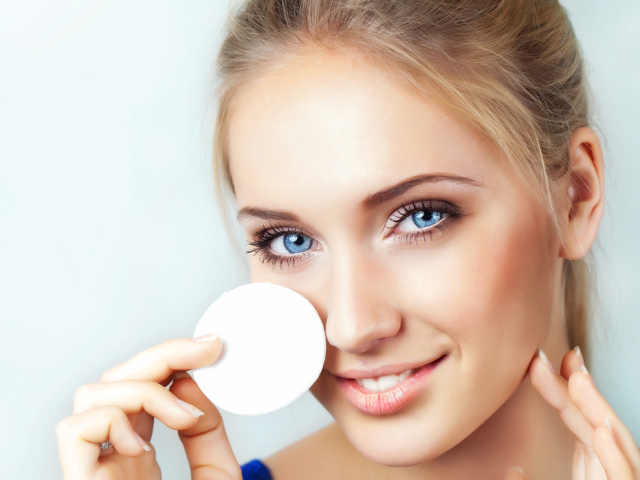 Як правильно зняти макіяж, чим краще знімати макіяж: рейтинг готових засобів. Натуральні засоби для зняття макіяжу: що вибрати? Поширені помилки при знятті макіяжу