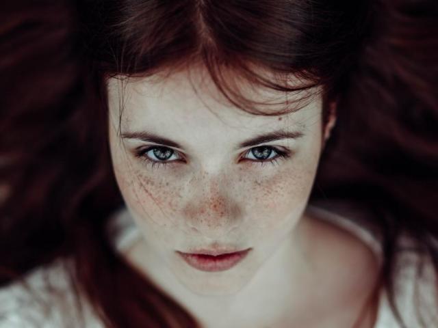 Як прибрати засмагу з особи народними методами? Як зняти засмагу з обличчя у косметолога? Скраби і маски для зняття засмаги з особи