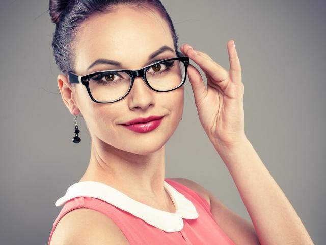 Макіяж для тих, хто носить окуляри: секрети макіяжу. Як нафарбувати очі при окулярах короткозорість: корисні поради