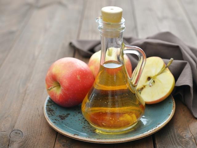 Яблучний оцет: з дріжджами, на оцтової матці, з яблучного соку — прості рецепти домашнього приготування