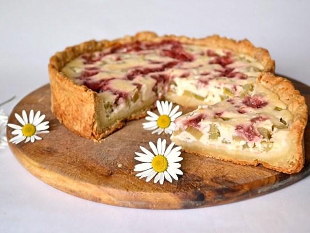Пиріг з ревеню, кращі рецепти — класичний, швидкий, з сиром: топ-3 найкращих рецепти з докладними інгредієнтами і покрокової інструкцією