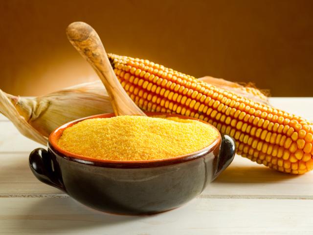 Як приготувати кукурудзяну кашу на молоці? Рецепт приготування кукурудзяної каші з м'ясом, сиром, гарбузом, бананом