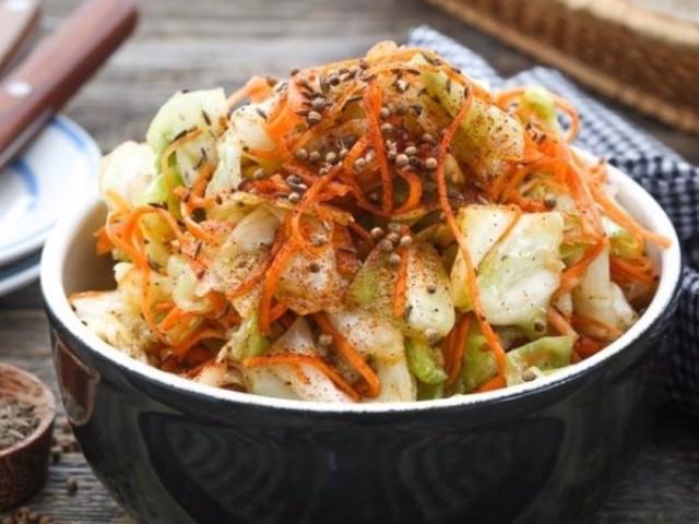 Капуста по-корейськи на зиму: білокачанна, цвітна, пекінська — 3 найкращі рецепти з покроковими інгредієнтами