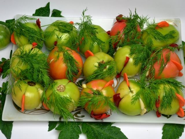 Помідори зелені з часником на зиму «Пальчики оближеш»: 2 кращих покрокових рецепту з докладними інгредієнтами